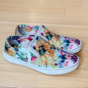 BORN flower garden slide in loafers sneakers, 7.5.